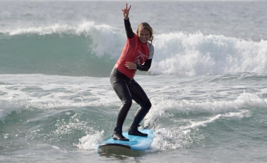 Mucho Surf durante las Semanas de Surf Camps! 4 horas de Surf por dia! y no solo  Surf! 0a4a715f671